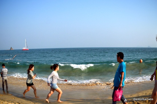 Catching waves at Dameisha Beach