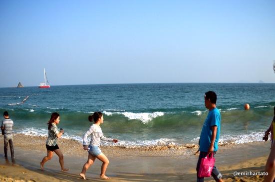 Catching waves at Dameisha Beach